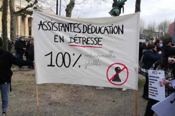 """Gironde: les """"pions"""" se mobilisent aux côtés des profs"""
