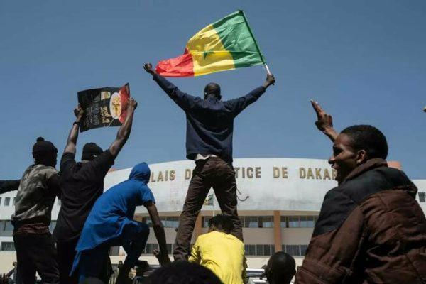 Défense de la démocratie au Sénégal, enjeux sociaux et politiques