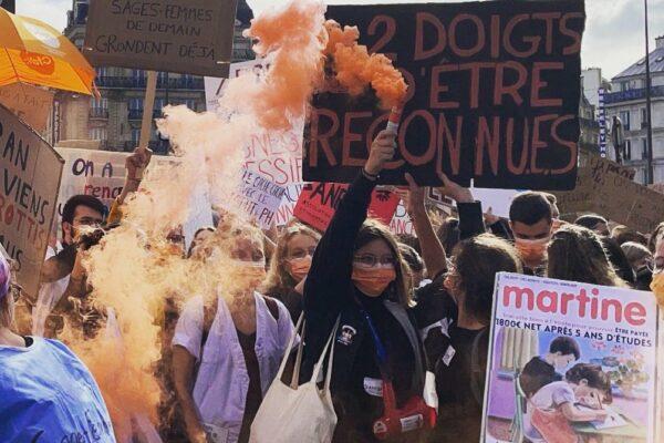 Grève des sages-femmes : « Le monde de demain naît entre nos mains »